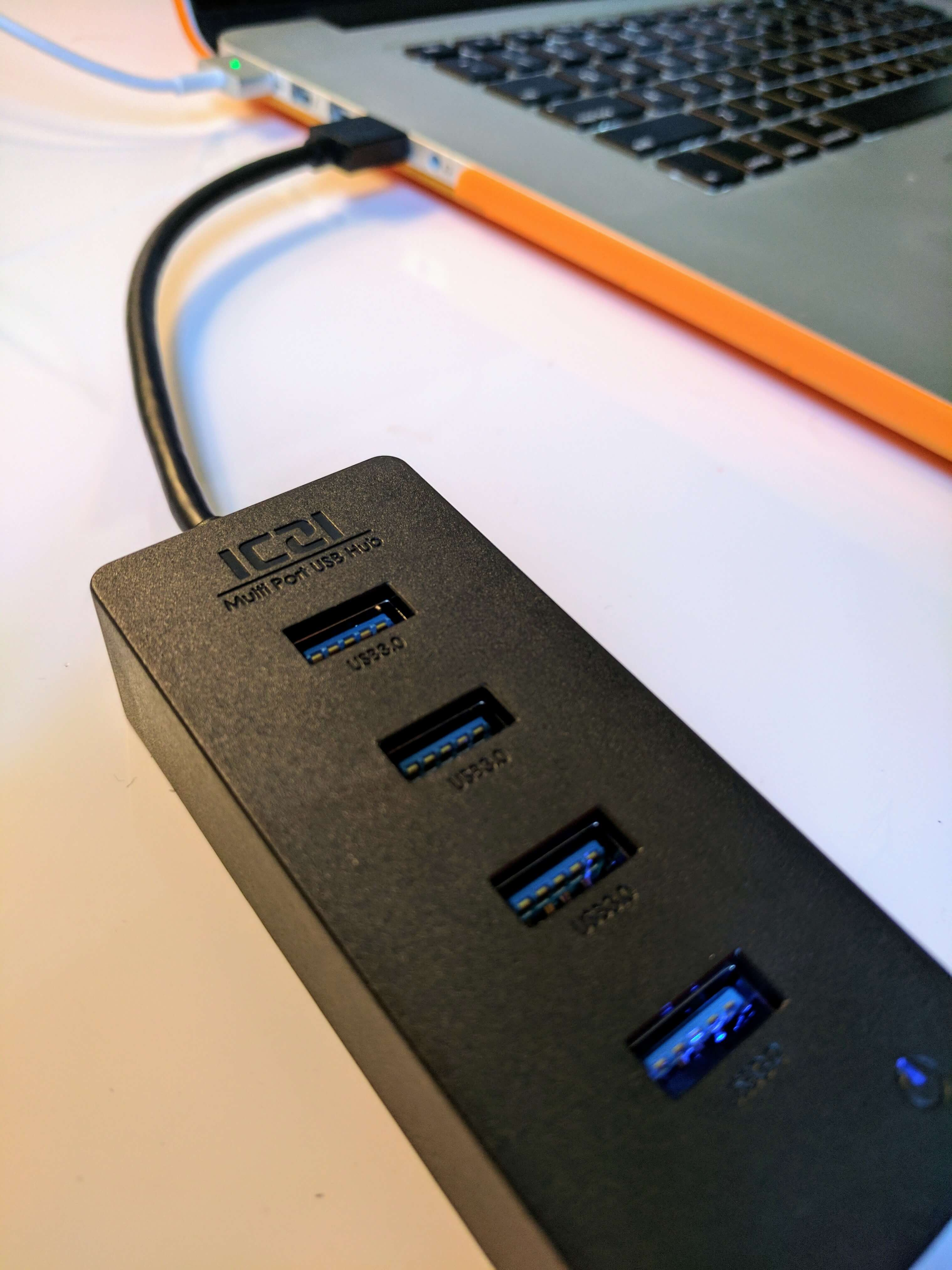 ICZI 4-Port USB Hub