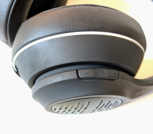 Volume Rocker on the Right Earcup
